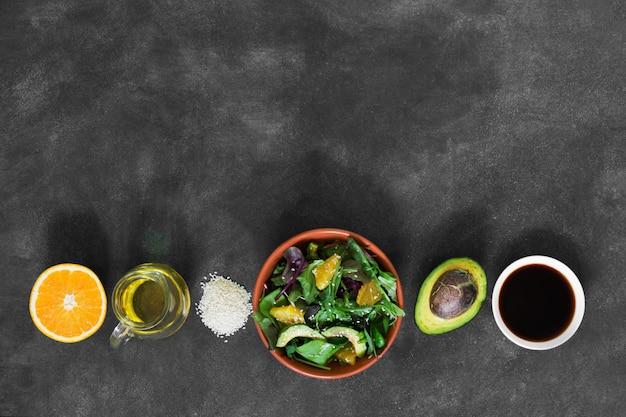 アボカドとオレンジのサラダ Premium写真