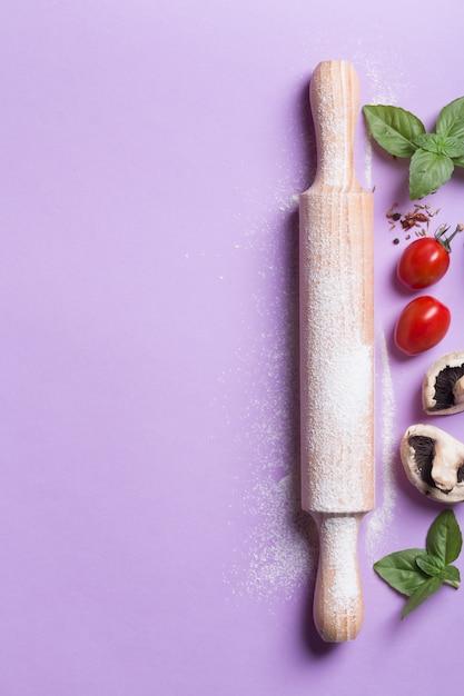 Скалка и ингредиенты Premium Фотографии
