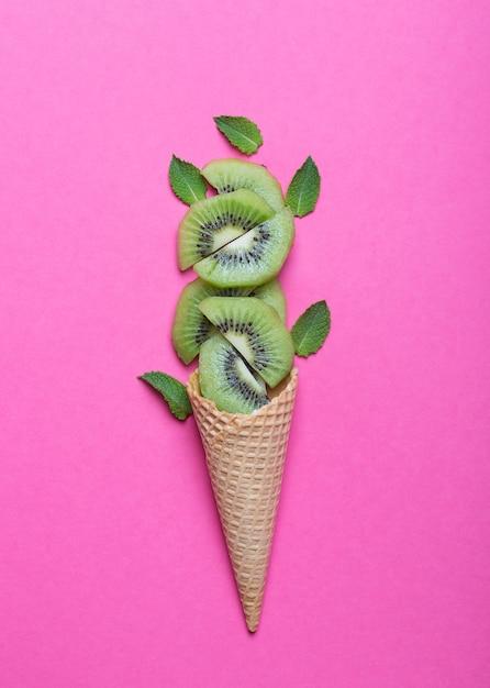 Киви с мороженым Premium Фотографии