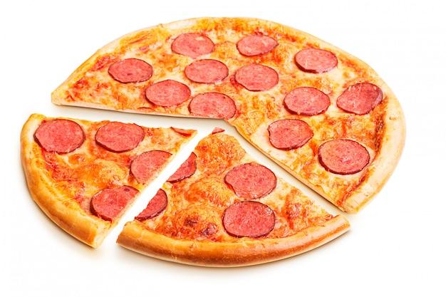 分離されたおいしいイタリアンピザ Premium写真