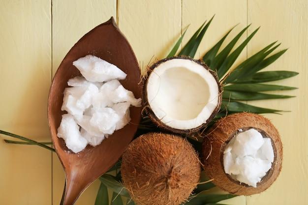 Кокосовое масло. чистое органическое натуральное кокосовое масло. Premium Фотографии