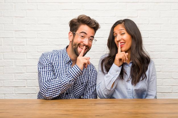 若いインド人女性と白人男性カップルの秘密を守るか沈黙を求める Premium写真