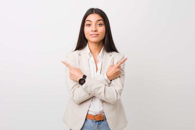 若いビジネス女性が横向きのポイント Premium写真