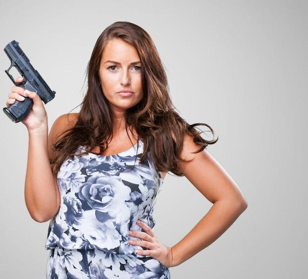 銃を保持してかなりマフィアの女 無料写真