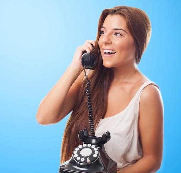 счет картинки как разговаривают по телефону этого момента