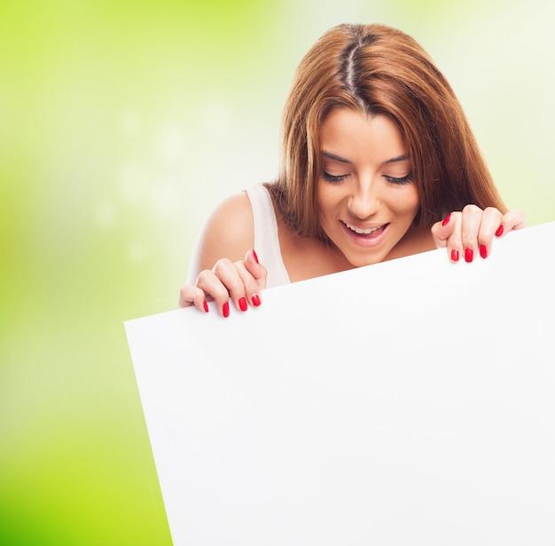 女の子持株バナーのクローズアップ 無料写真