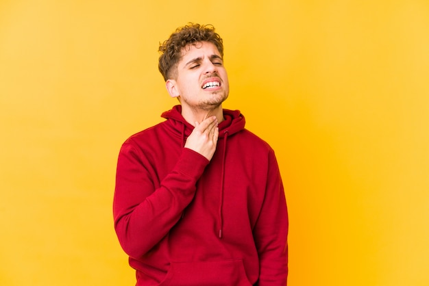 喉の痛みに苦しんでいる若い男 Premium写真