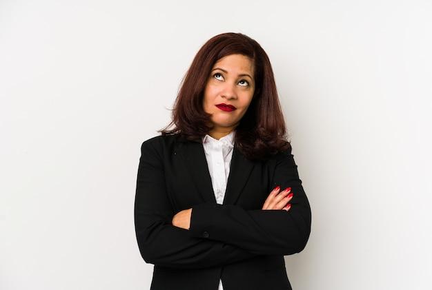 中年ラテンビジネス女性 Premium写真