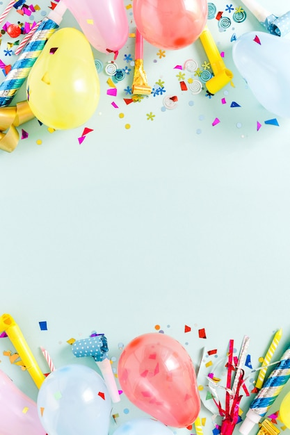 フレーム装飾パーティーパステルブルートップビューフラットレイアウト Premium写真