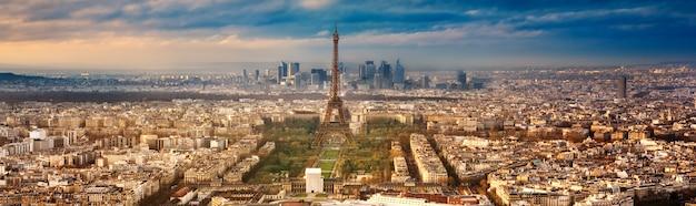 日没までにフランスのパリ市内 Premium写真