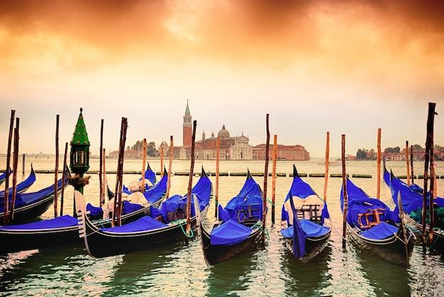 Гондолы в венеции Premium Фотографии