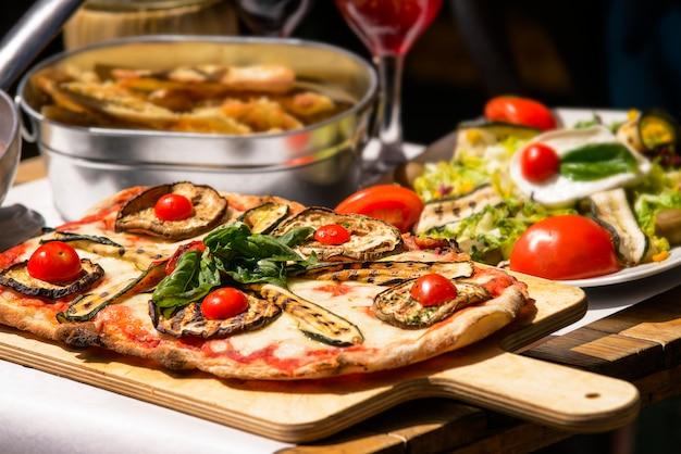 味わい深い有名なイタリア料理 Premium写真