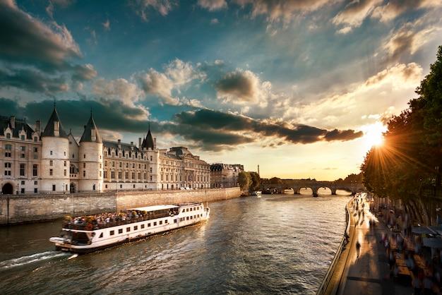 パリの生活様式 Premium写真