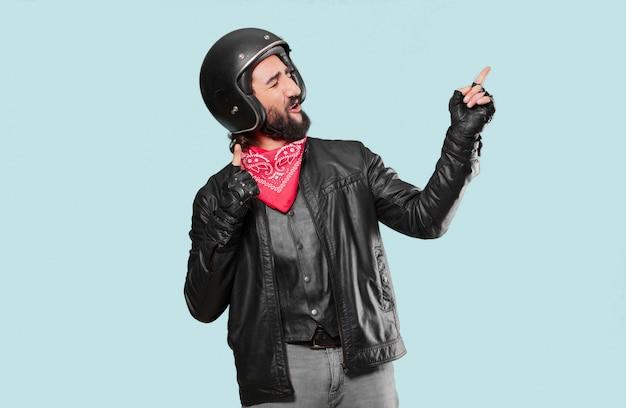 勝利を祝うバイクライダー Premium写真