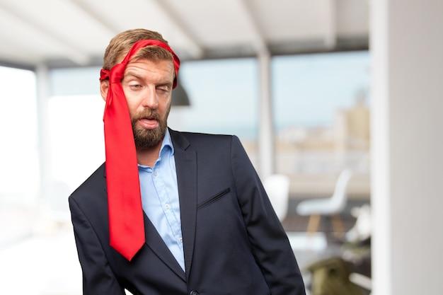 Блондинка бизнесмен счастливым выражением Бесплатные Фотографии