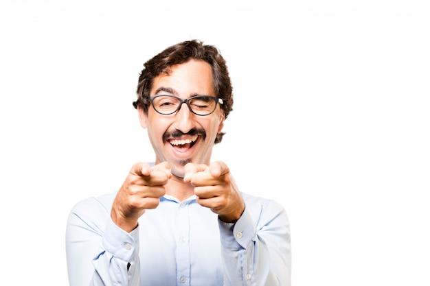 Человек в очках, улыбаясь и указывая Бесплатные Фотографии