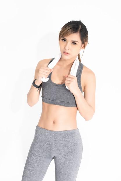 灰色の運動服の若い女性 Premium写真