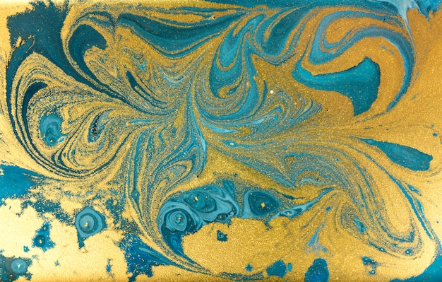 青い霜降り背景。黄金の大理石の液体テクスチャ。 Premium写真