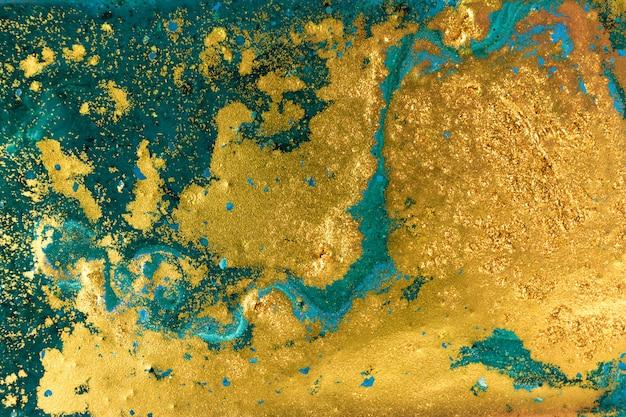 Жидкий неровный сине-зеленый мраморный узор с золотым блеском Premium Фотографии