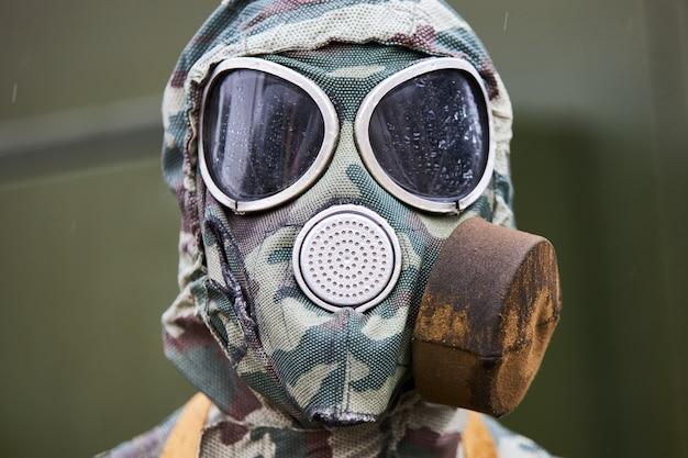 ロシアの兵士の個々の現代の防毒マスク、クローズアップ Premium写真