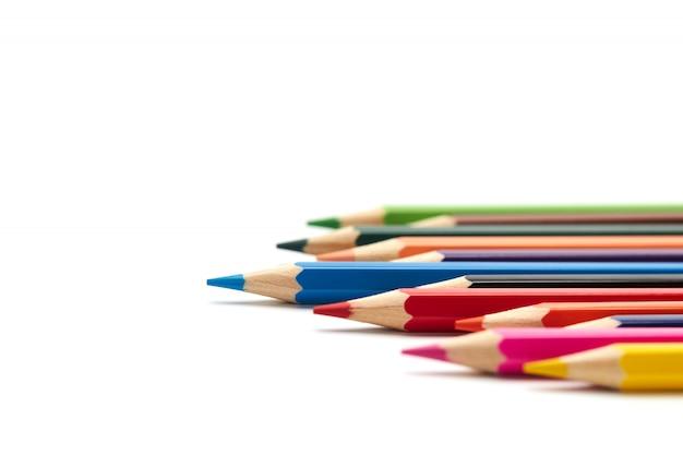 青鉛筆は、他の多くの色鉛筆から際立っています Premium写真