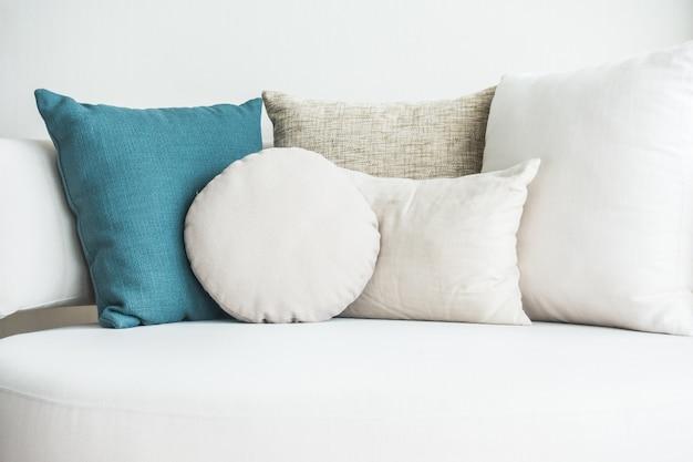 クッションと青とソファー 無料写真