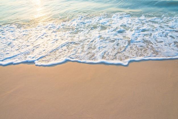 日と美しい海岸を反映しました 無料写真