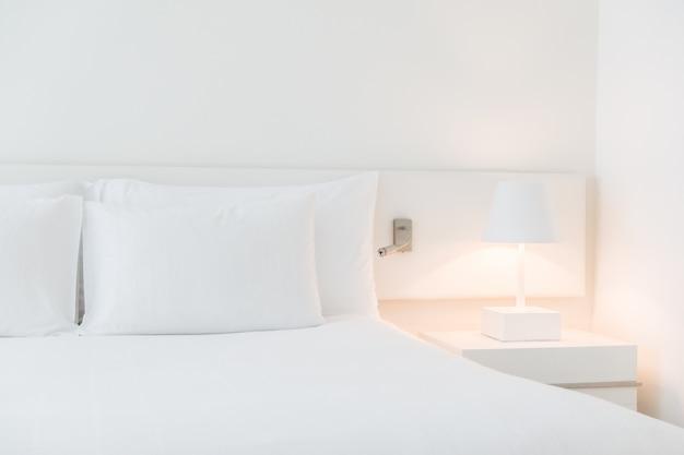 ホワイトは、ベッドを作りました 無料写真