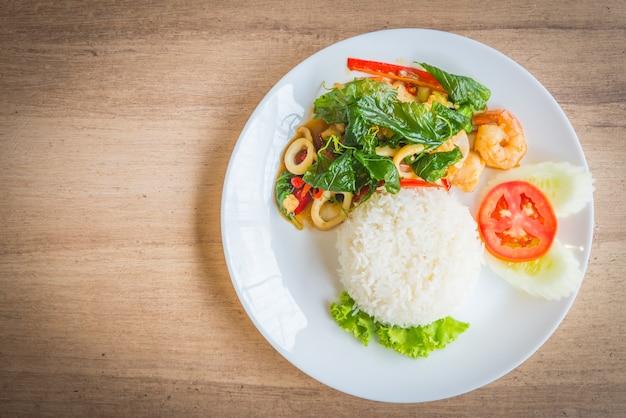 葉緑タイおいしいバジル 無料写真