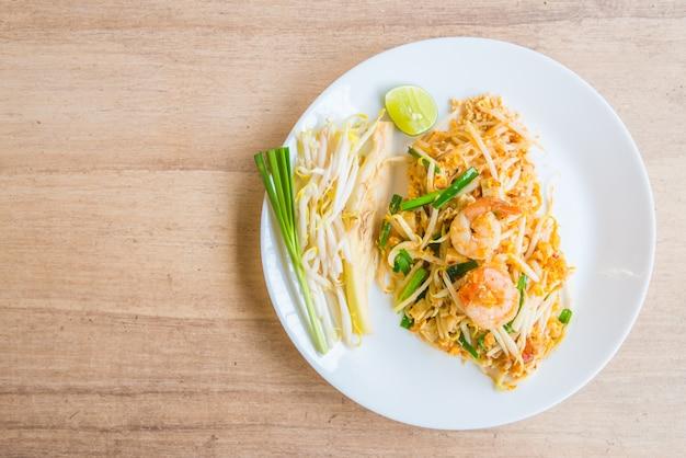 麺は緑の中国人を炒めるかき混ぜます 無料写真
