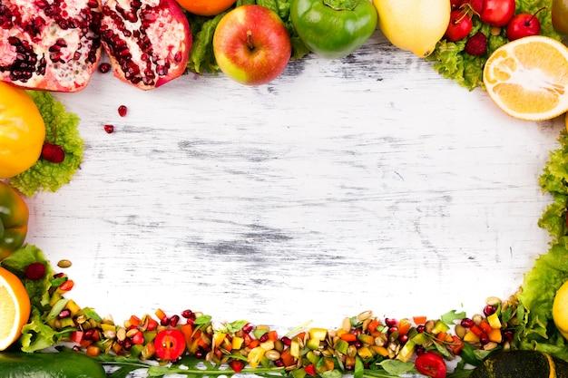 果物と野菜のフレーム、ビーガン、透明な食品、 Premium写真