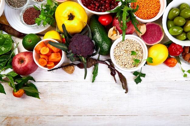Сбалансированная и здоровая пища Premium Фотографии