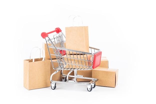 ショッピングカート、バッグ、ボックスの絶縁 Premium写真