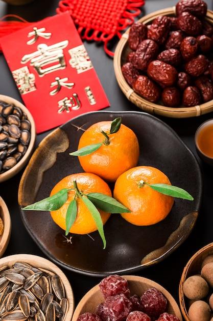 トップビューアクセサリー中国の新年祭の装飾。中国の偉大な幸運の祝福 Premium写真