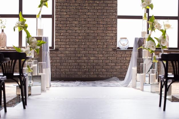 新郎新婦の結婚式の装飾と背景をぼかし。はがきの写真 Premium写真