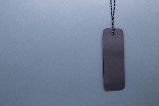灰色の孤立した背景に黒のラベル Premium写真