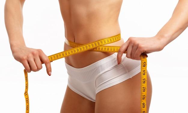腰を測定する女の手 無料写真