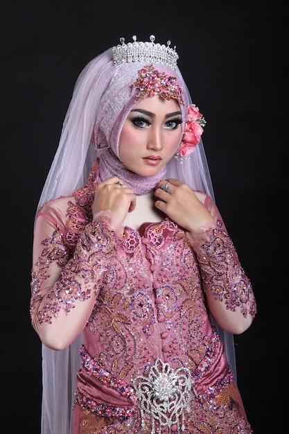 イスラム教徒のメイクアップとファッションの結婚式 Premium写真