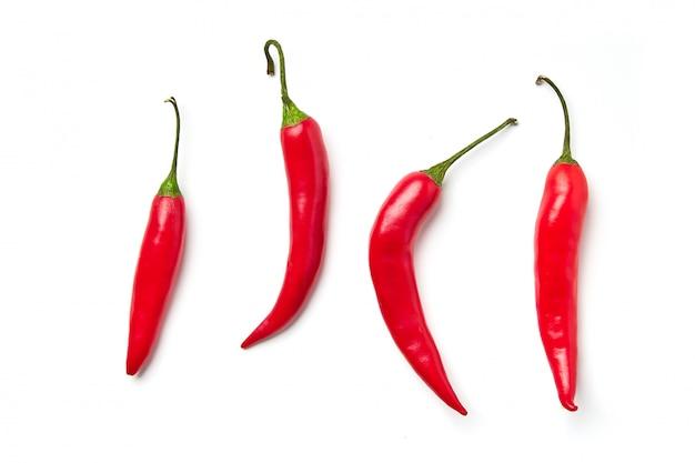 赤唐辛子分離されたさまざまな形の赤唐辛子 Premium写真