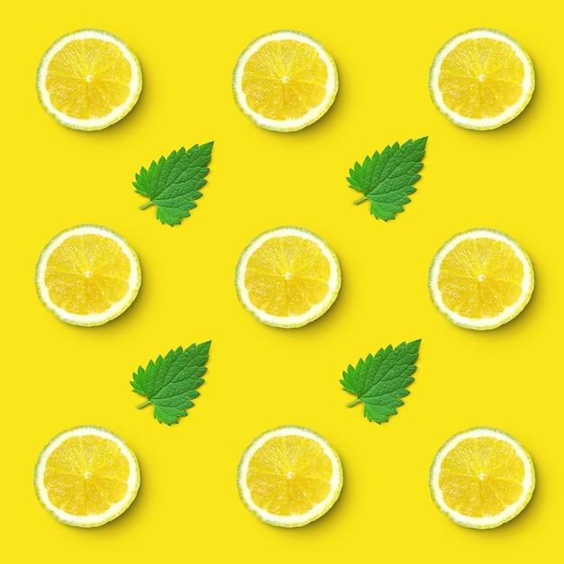 レモンスライスとレモンバームの葉のパターン Premium写真