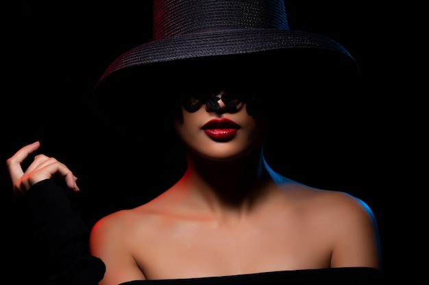 Мода азиатская женщина загар кожа черные волосы красивые Premium Фотографии