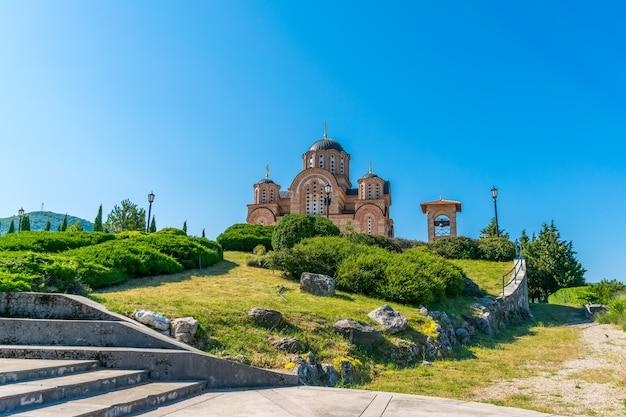 トレビニェの美しい正教会の古い寺院。ボスニア・ヘルツェゴビナ。 Premium写真