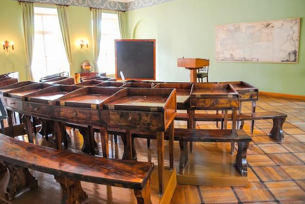 旧文法学校 Premium写真