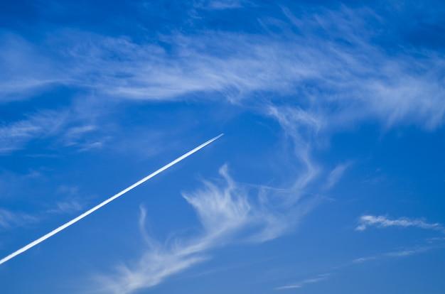 空の小さな単発機 Premium写真