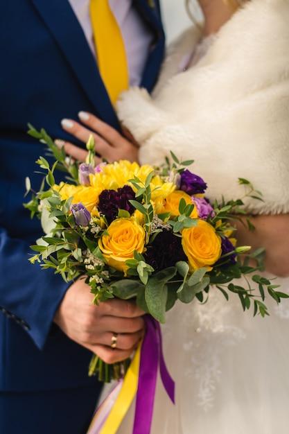 結婚式の日のブライダルブーケ Premium写真