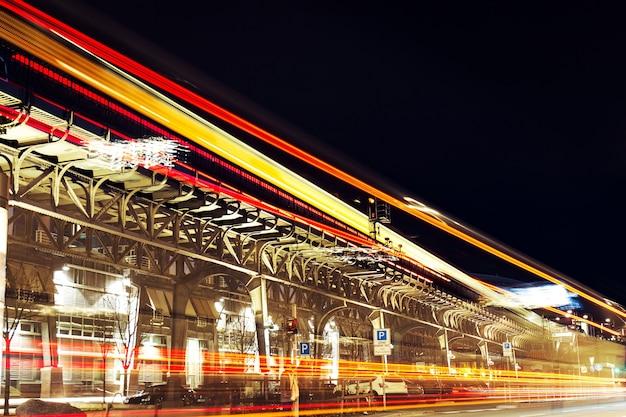 Красивые ночные городские огни. абстрактные. городские концепции. гамбург, германия. Бесплатные Фотографии