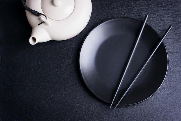 箸や急須とクラックプレート 無料写真