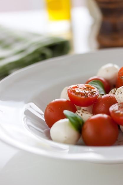 トマトとモッツァレラ 無料写真