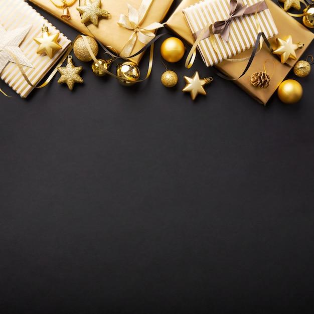 ブラックゴールデンシルバークリスマスデコ Premium写真