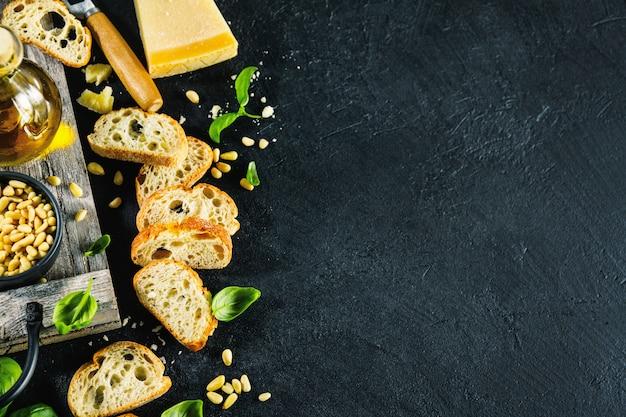 ペストとチャバタのパンのための原料 無料写真